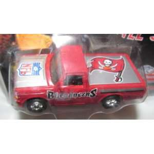 Tampa Bay Buccaneers 1998 Diecast Ford F 150 Truck NFL 164 Scale Car